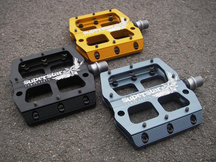Superstar pedals – through pins or not?